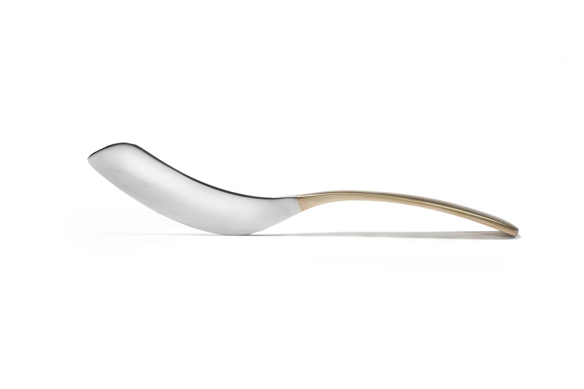 GONDOL                  Gondol tårtspade designad av Barbro Berlin är mycket elegant i materialet mattborstad mässing och rostfritt stål Kommer i vacker presentask                Pris 399 kr