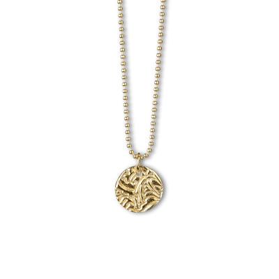 MINI SHIELD GOLD HALSBAND  749 kr    Produktbeskrivning Mini Shield Gold – Halsband med hänge i sterlingsilver, förgyllt med 18 karats guld. Kullänk 1,2 mm i sterlingsilver, förgylld med 18 karats guld. Längd 42 cm.