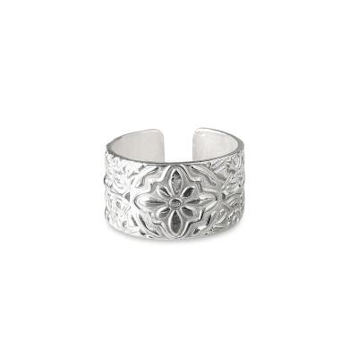 RING SILVER – SHIELDRING  Pris 950 kr Produktbeskrivning Ring silver – Shieldring i sterlingsilver. Ringen är ca 10 mm bred och är justerbar med diameter från 17 – 20 mm.