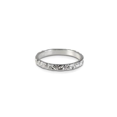 Produktbeskrivning Brave & Gorgeous Thin Ring Silver- Tunn ring, med mönster snyggt att bära flera tillsammans. 750:-