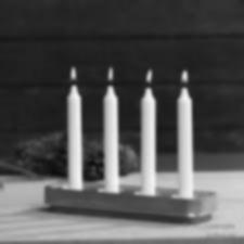 NY! Stumpastaken lång med 4 ljus. . Perfekt att placera i ett fönster eller att använda som ett traditionellt svenskt ankomster ljusstake 8,5 x 29,5 cm